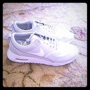Nike Air Max Thea 7.5 Grey and White